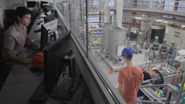 exploring thermal energy - scoprire nuovi terreni video stock e b–roll