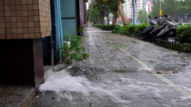 4K Explosion Of The Pipe Water in Taipei City. Water Leak Accident On Street