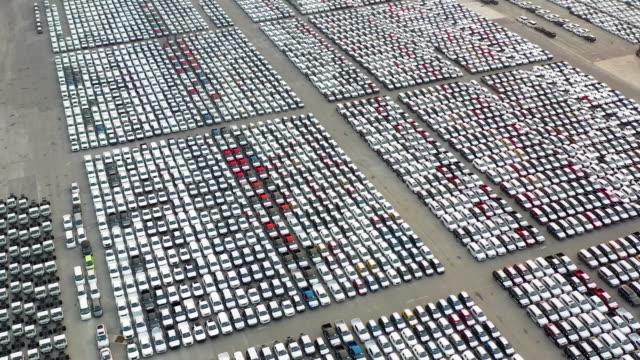 出荷を待っている車を輸出 - 豊富点の映像素材/bロール