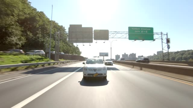 vídeos de stock e filmes b-roll de nyc expressway x synched series rear view driving studio process plate - car view