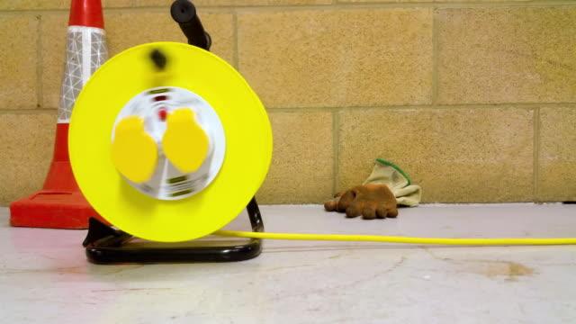 vidéos et rushes de rallonge de tambour étant enroulés - vidéos de rallonge électrique
