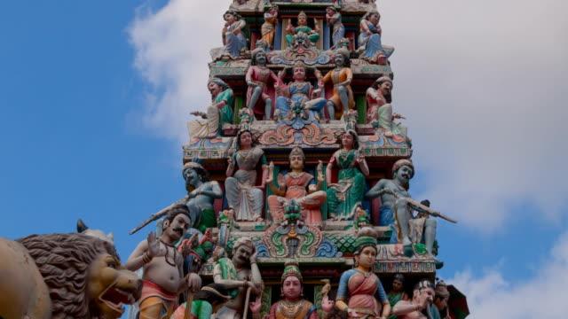 exteriör detalj av sri mariamman temple zooma in timelapse - india statue bildbanksvideor och videomaterial från bakom kulisserna