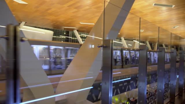 vidéos et rushes de extérieur du nouvel aéroport international à doha, au qatar hamad - doha