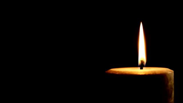 extinguishing the candle   1080hd,pal,ntsc - släcka bildbanksvideor och videomaterial från bakom kulisserna
