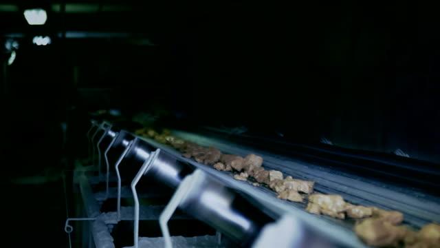 extraction of minerals - mineral bildbanksvideor och videomaterial från bakom kulisserna