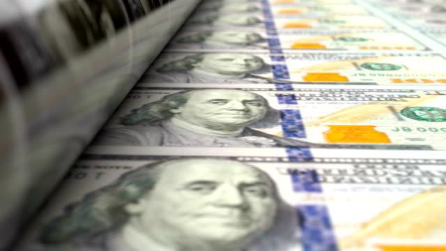 extrem närbild av amerikanska dollar pressmaskin utskrift 100 usd sedlar - tryck bildbanksvideor och videomaterial från bakom kulisserna