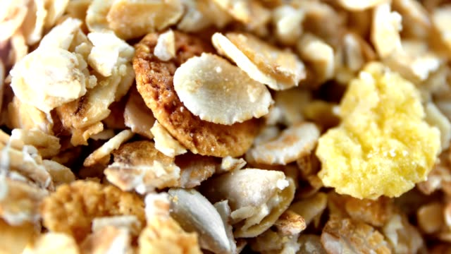 vídeos de stock e filmes b-roll de extreme close-up muesli oat grain and dried fruit rotating shot top view - granola