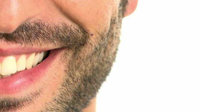 vidéos et rushes de gros plan extrême d'homme souriant - bouche