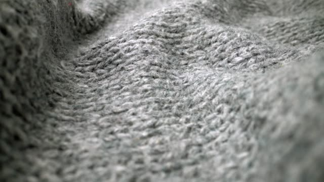 extreme detail view of sheep wool cloth texture flowing in macro dolly shot. - copricapo abbigliamento video stock e b–roll
