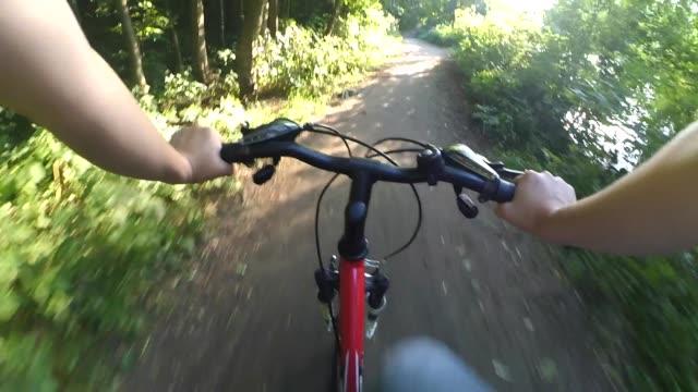 vídeos de stock e filmes b-roll de extreme driving on the bike - campeão desportivo