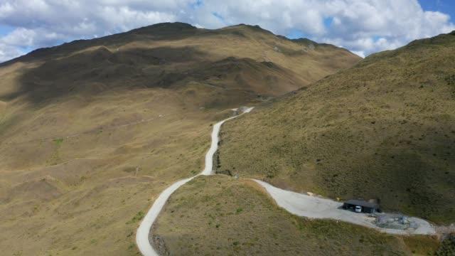sentiero fuoristrada estremo nel skipper's road mountain canyon, famosa destinazione turistica - canyon video stock e b–roll