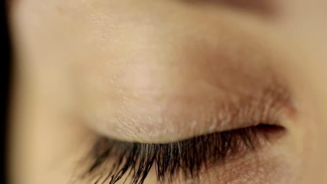 目を閉じて、 - まつげ点の映像素材/bロール