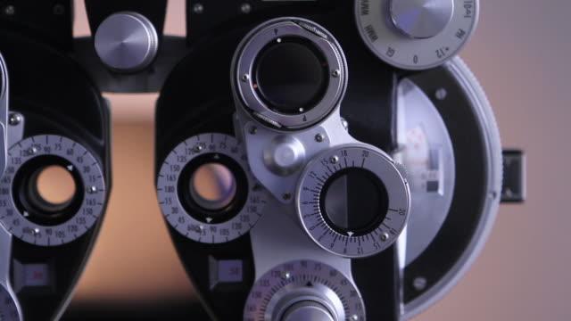 vidéos et rushes de examen ophtalmologique - réfracteur