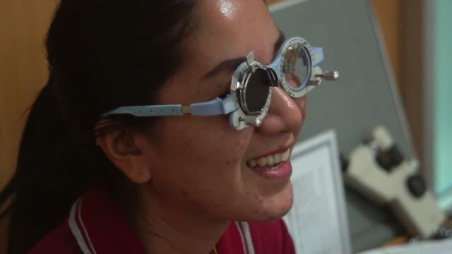 目に技術検査 ビデオ