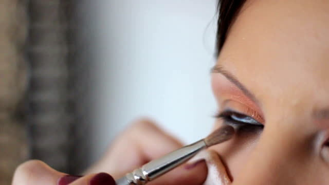 stockvideo's en b-roll-footage met eye makeup - eyeliner