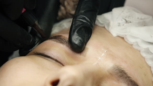 eyebrow architecture in process of permanent make-up. - {{relatedsearchurl(carousel.phrase)}} video stock e b–roll