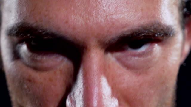 vídeos de stock e filmes b-roll de eyes closeup - dedicação