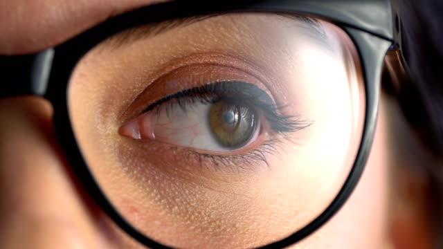 vidéos et rushes de examen de l'acuité visuelle. - réfracteur
