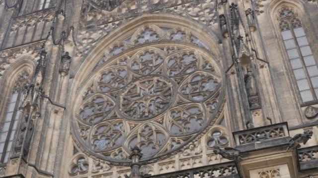 facade details of metropolitan cathedral of saints vitus wenceslaus and adalbert 4k - gargoyle video stock e b–roll
