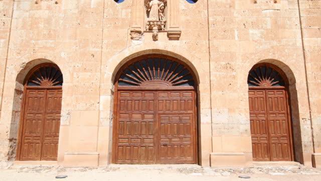 facade of convent in Ayllon from door to Saint video