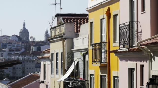 vídeos de stock e filmes b-roll de facades of old vintage buildings - lisboa