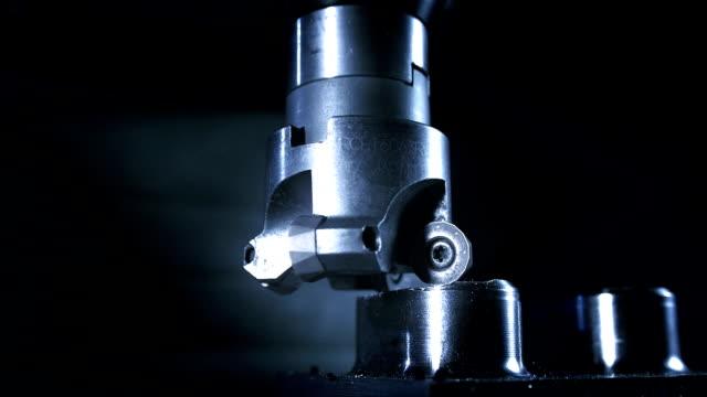 face milling process (super slow motion) - cnc maskin bildbanksvideor och videomaterial från bakom kulisserna