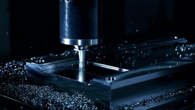 face milling process with vertical axis - cnc maskin bildbanksvideor och videomaterial från bakom kulisserna