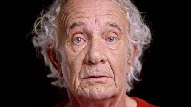 volto di un anziano uomo caucasico - old man video stock e b–roll