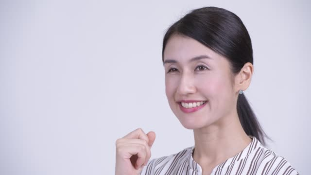 幸せな美しいアジアのビジネスウーマン思考の顔 - スタジオ 日本人点の映像素材/bロール