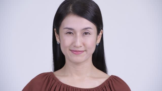 幸せな美しいアジアの女性の顔 - 合意点の映像素材/bロール