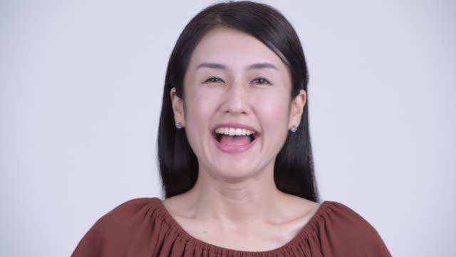 Rosto de feliz mulher asiática bonita - vídeo