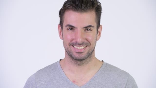 Face do homem hispânico novo feliz que sorri - vídeo