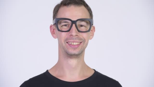 Face de eyeglasses desgastando do homem do lerdo - vídeo
