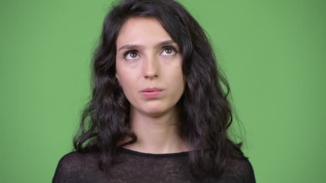 얼굴의 젊은 스트레스 여자 지루해 보이는 - 짜증 스톡 비디오 및 b-롤 화면