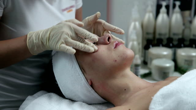 stockvideo's en b-roll-footage met hd clip: facial care - schoonheidsspecialist