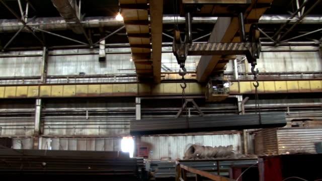 fabrika vinç - salud stok videoları ve detay görüntü çekimi