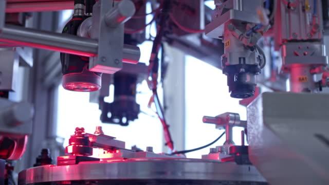 vídeos de stock e filmes b-roll de tu factory machine in operation - mecânico