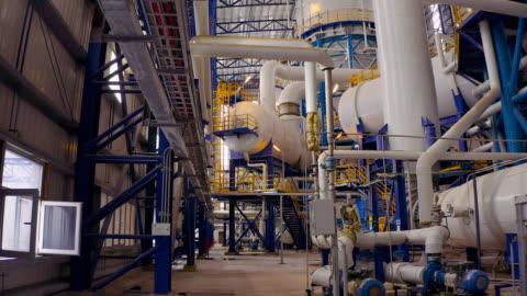 fabrika boru hattı - havadan görünüm - sanayi stok videoları ve detay görüntü çekimi