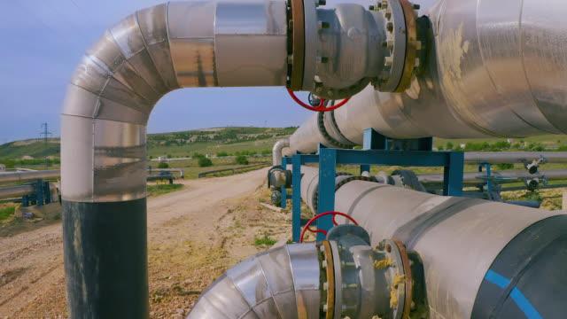 vídeos de stock e filmes b-roll de factory pipeline in nature - aerial view - gases