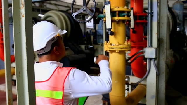 stockvideo's en b-roll-footage met fabriek - chemische fabriek
