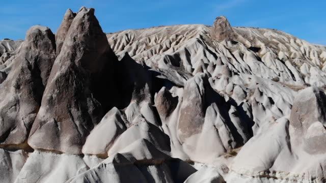 fee chimneys in kappadokien - zentralanatolien stock-videos und b-roll-filmmaterial