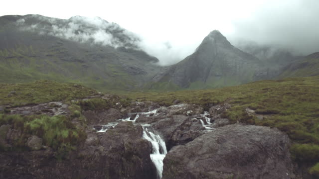 fairy pools aerial view isle of skye - highlands scozzesi video stock e b–roll