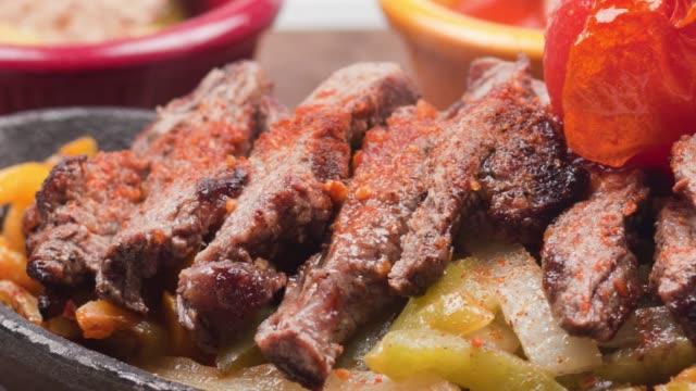 fajita tortillas med nötköttsbiffar och såser - marinad bildbanksvideor och videomaterial från bakom kulisserna