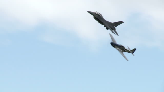 F-16 Falcon and P-51 Mustang 24_1S video