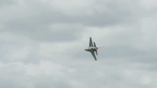 F-16 Falcon flying 24_1 video