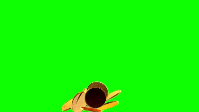 falling coins in slow motion. - simbolo della sterlina video stock e b–roll