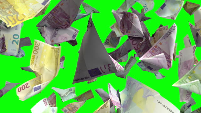 falling euro banknotes in chroma key 4k loopable - valuta dell'unione europea video stock e b–roll