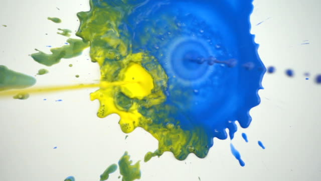 vidéos et rushes de peintures de chutes au ralenti - toile à peindre