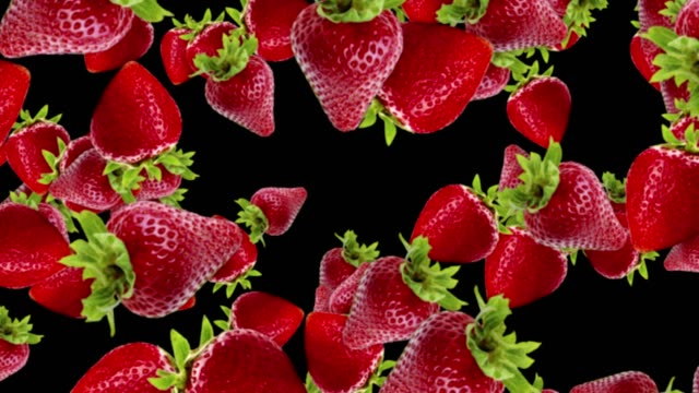 vídeos de stock e filmes b-roll de falling strawberries background, loop,  60fps, with alpha channel - strawberry