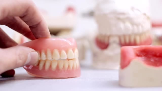 False teeth snapping in the dental laboratory video
